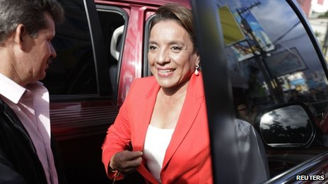 Castro arrives at a radio station for an interview, 27/11/2013