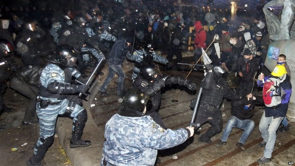 Police charge at protesters on Independence Square.