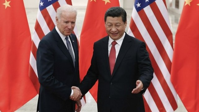 Chinese President Xi Jinping (R) shakes hands with U.S. Vice President Joe Biden (L) on 4/12