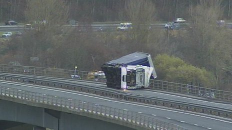 A lorry on the Friarton Bridge