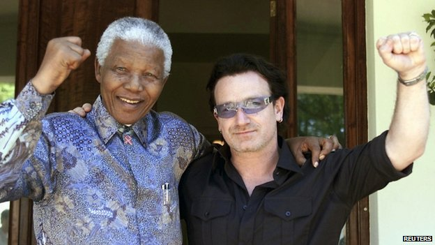 Former South African President Nelson Mandela (left) and Irish rock star Bono pose together after meeting at in Johannesburg on 25 May, 2002