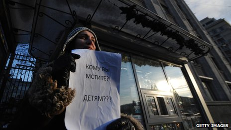 Protestor in Russia, holding a sign