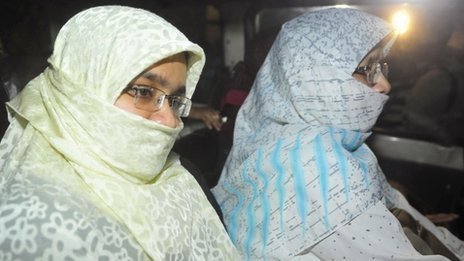 Relatives of Islamist leader Abdul Kader Mullah sit in a vehicle leaving Dhaka Central Jail (December 12, 2013)