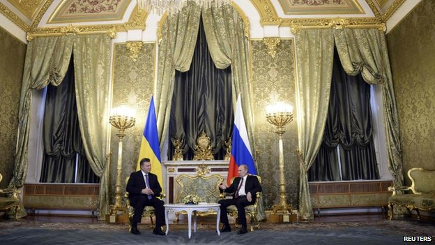 Russia's President Vladimir Putin (R) meets with his Ukrainian counterpart Viktor Yanukovych at the Kremlin in Moscow, December 17, 2013