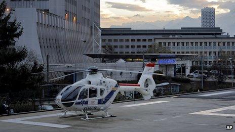 Helicopter outside Grenoble Hospital (29 Dec 2013)