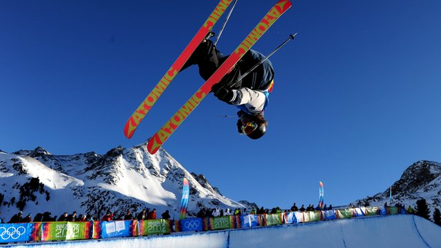 Watch BBC Sport's guide to freestyle skiing halfpipe ahead of the Sochi 2014 Winter Olympics.