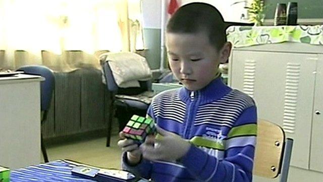 Li Dongyi working on a Rubik's Cube