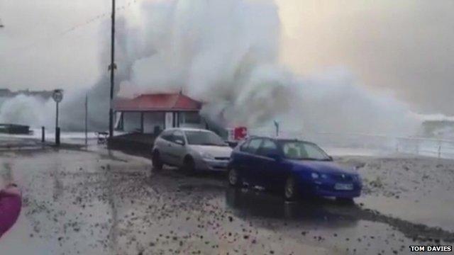 Large wave crashes in Aberystwyth