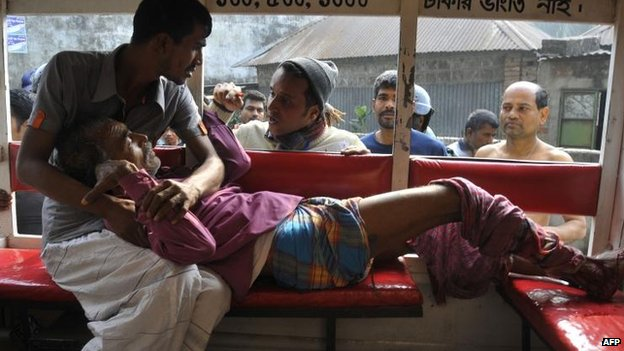 Voter injured by a crude bomb in Dhaka, 5 Jan