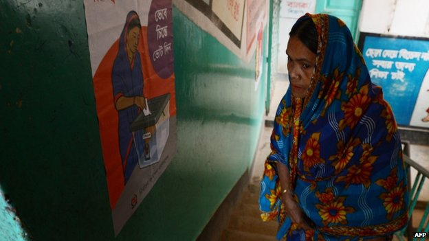 A Bangladeshi woman wanting to cast her vote looks for the polling booth she is registered to vote in at a polling station in Dhaka on January 5, 2014