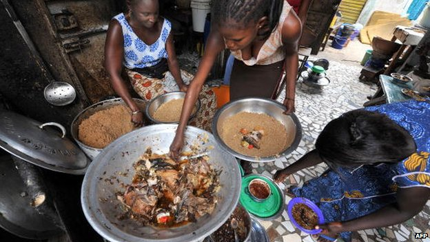 Women prepare rice and fish at a Dakar restauarant, Senegal (File photo 2008)