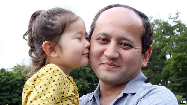Dissident Kazakh oligarch Mukhtar Ablyazov with his younger daughter Alua (August 2010)