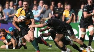 George North of Northampton breaks with the ball