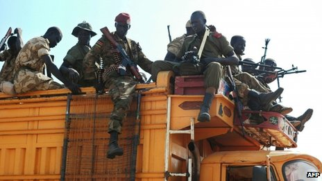 Government soldiers prepare to deploy from Juba, South Sudan 13 Januayr 2014