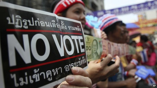 Anti-government protesters hold 'no vote' signs in Bangkok (1 February 2014)