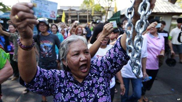 Voter demands to cast ballot in Bangkok, 2 Feb