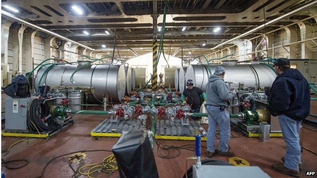Hydrolysis units being installed on the MV Cape Ray, to neutralise the chemical agents.