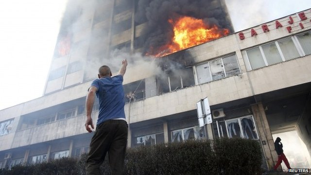 Government building ablaze in Tuzla