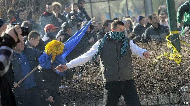 Bosnian protestors try to storm a local government building in the Bosnian capital Sarajevo, on February 7, 2014.