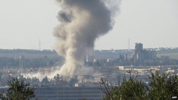 Smoke rises from prison in central Aleppo (6 February 2014)