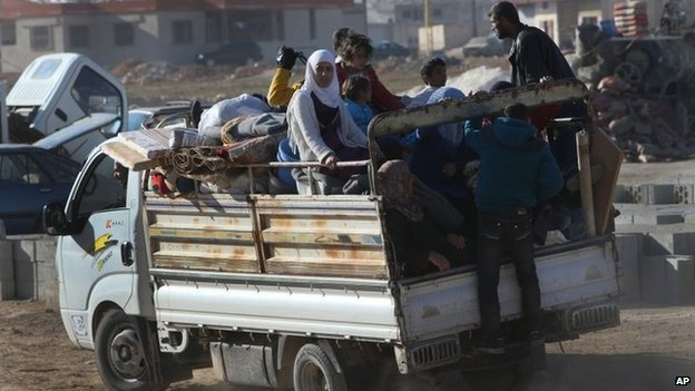 Refugees from Yabroud arrive at the north-eastern Lebanese town of Arsal (12 February 2014)