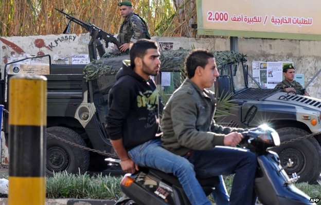 Lebanese security forces patrol the streets of Tripoli (19 January 2014)