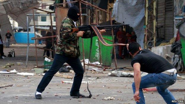 Sunni gunmen in Tripoli's Bab al-Tabbana district fire on the Alawite area of Jabal Muhsin