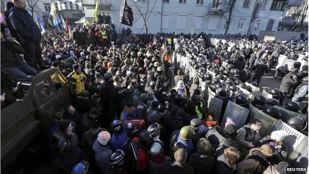 Protest march in Kiev (18 Feb 2014)
