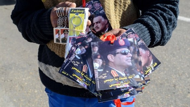 A young Egyptian sells key rings and portraits of Abdul Fattah al-Sis in Cairo's Tahrir Square (28 January 2014)