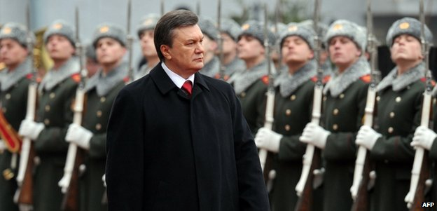 Ukrainian President Viktor Yanukovych reviews troops at his inauguration in Kiev, 25 February 2010