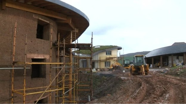 West Country Cob Houses The Man Building A House Out Of Mud Bbc News