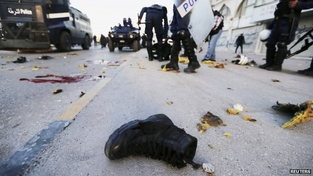 Boot of a riot police officer lies on a street after an explosion in the village of Daih (3 March 2014)