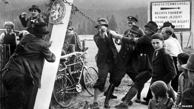 Some inhabitants of Kaplice (Kaplitz) remove the Czechoslovakian border sign on October 04, 1938 on German-Czechoslovakian border.