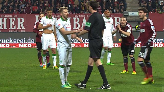 Werder Bremen midfielder Aaron Hunt owns up to a dive and convinces the referee in their game against Nurnberg to overturn his decision to award a penalty.