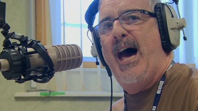 Tommo ydy un o leisiau newydd sbon Radio Cymru.