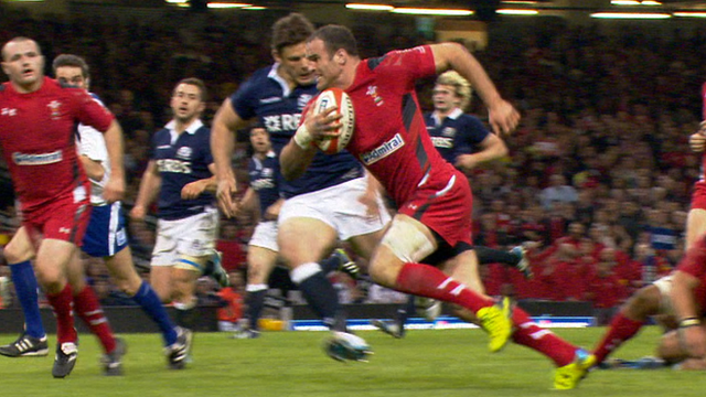 Roberts scores magnificent try for Wales