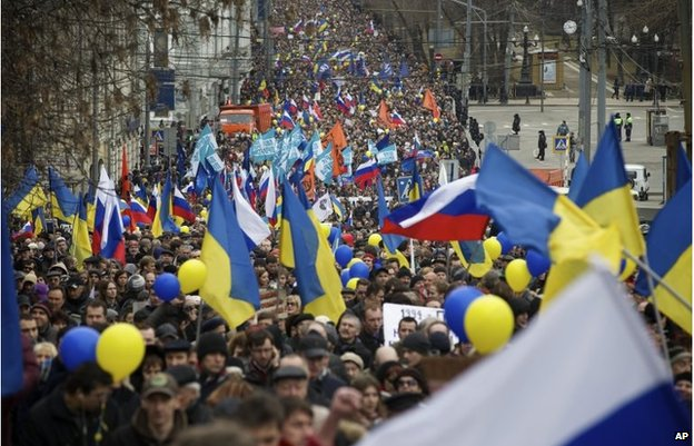 Demonstrators carrying Russian and Ukrainian flags march to oppose president Vladimir Putin's policies in Ukraine, in Moscow, March 15