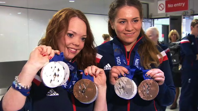 Jade Etherington and Charlotte Evans with their medals