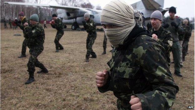 Ukrainian reservists train outside Kiev (18 March 2014)