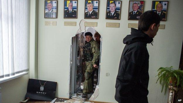 Pro-Russians in the Ukrainian navy base in Sevastopol (19 March)