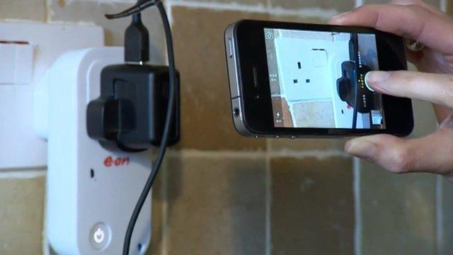 Smart plug measures electricity consumption