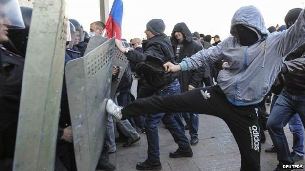 Pro-Russian protesters scuffle with the police near the regional government building in Donetsk April 6, 2014