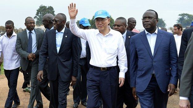 UN Secretary-General Ban Ki-moon visits a camp for internally displaced people close to Bangui airport . 5 April 2014