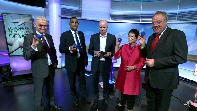 Debate candidates draw lots to decide order of speakers