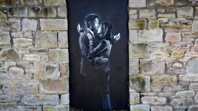 Banksy artwork Mobile Lovers