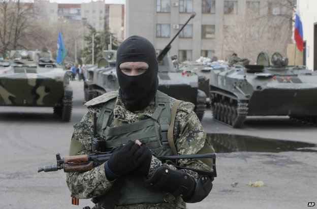 A masked gunman In Sloviansk, 16 April
