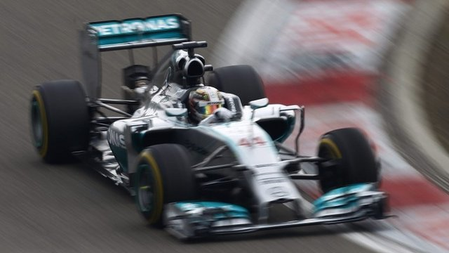 Lewis Hamilton cruises to win in China