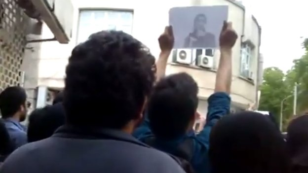 Online video purportedly showing relatives of Iranian political prisoners outside President Hassan Rouhani's office in Tehran (22 April 2014)