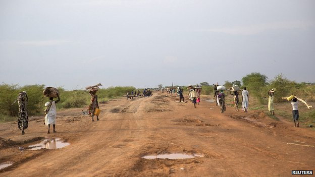 Civilians flee from renewed attacks in Bentiu, Unity state of South Sudan on 20 April 2014.