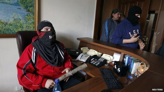 Pro-Russia activists inside the regional government's headquarters in Luhansk (29 April 2014)